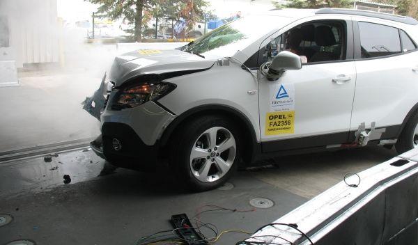 Tráete el coche de un amigo para una reparación de carrocería y llévate una revisión GRATIS