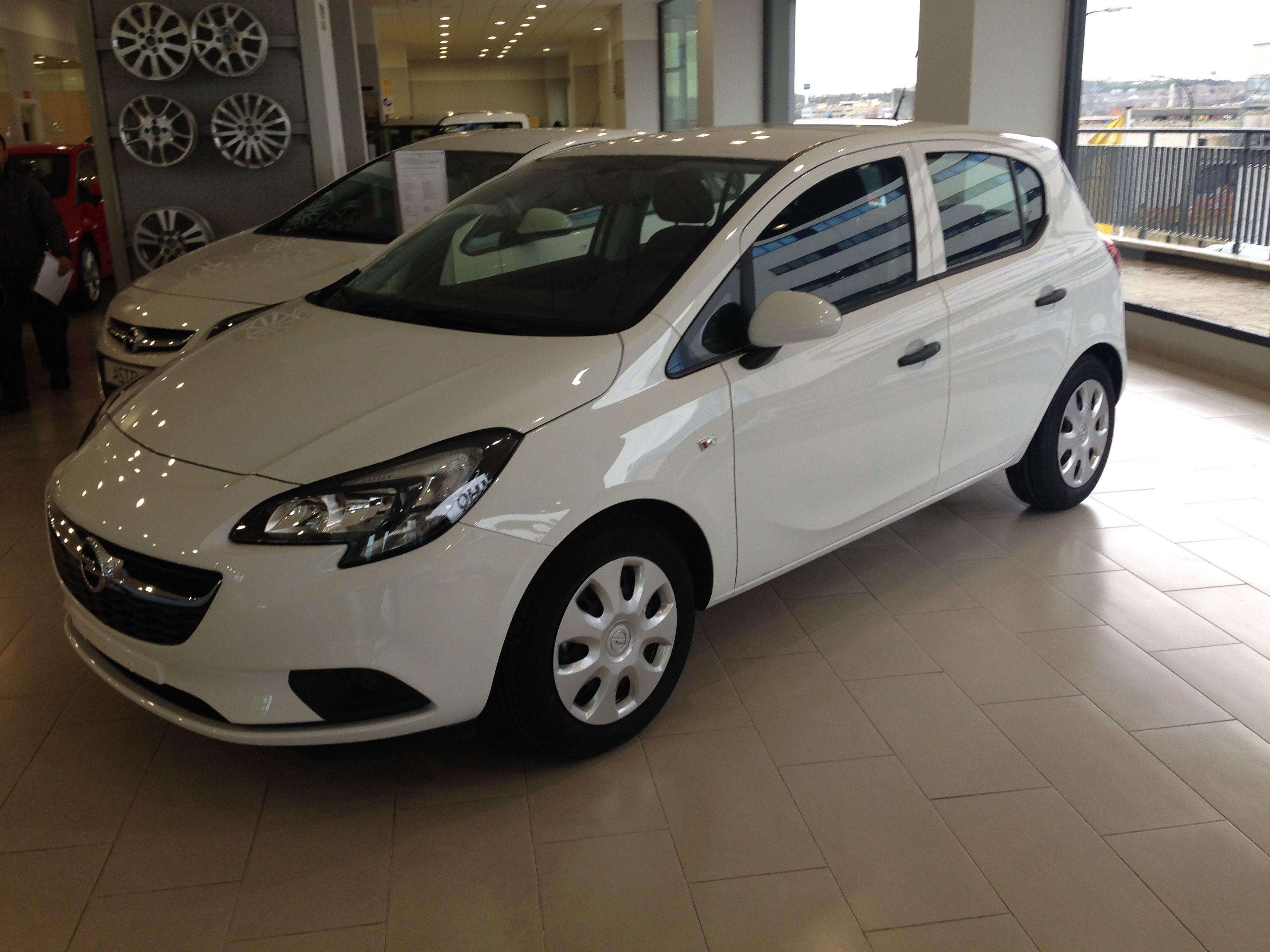 / OFERTA 8.500€*/ Opel Corsa 1.4  Expression 75cv Gasolina 5 puertas Color Blanco