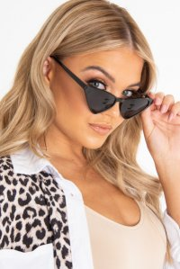 207d8d8cd0 £7.99Black Rounded Oval Oversized Sunglasses - Chyna ...
