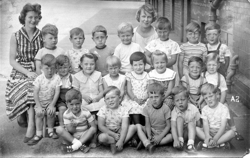 Green End Infants School, 1960.jpg