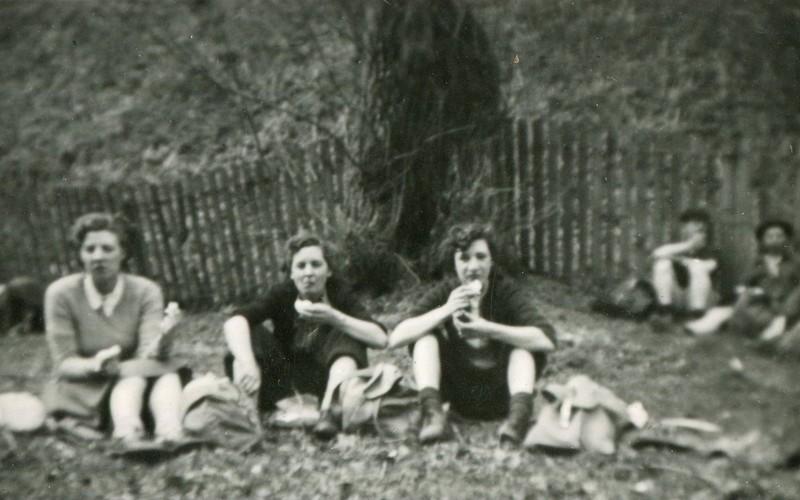 Photographs_031_Easter 1952.jpg