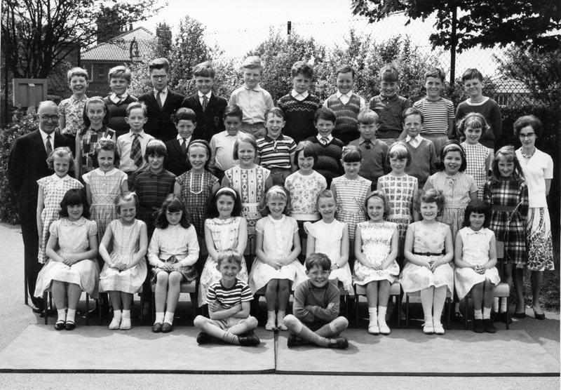 Green End Junior School, Standard 2A, June 1964.jpg
