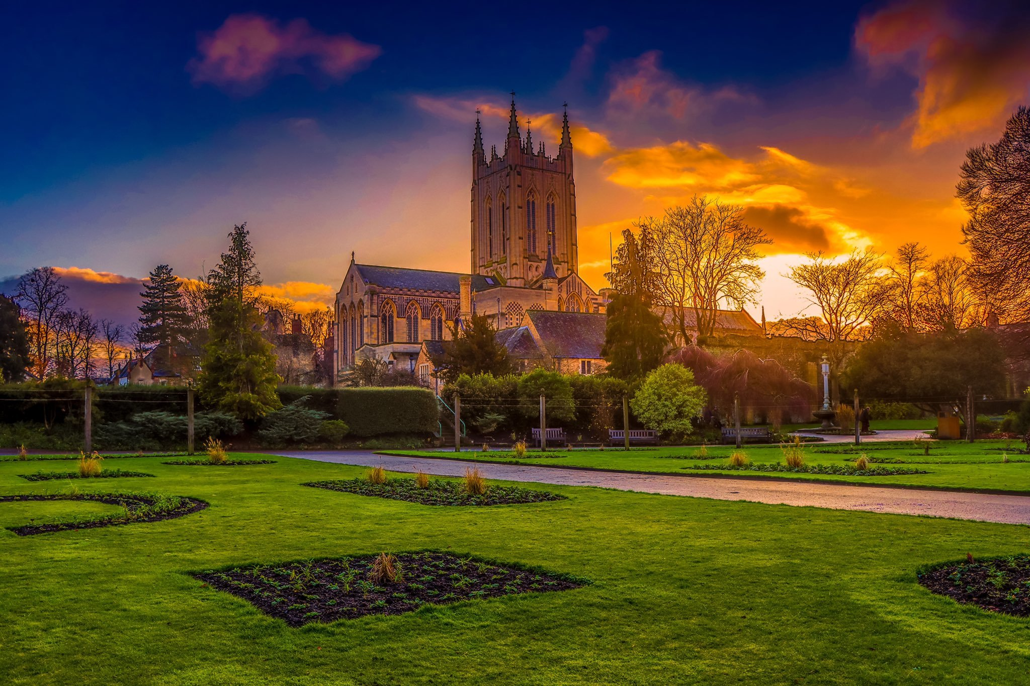 Summer Nights Out in Bury St Edmunds & Beyond