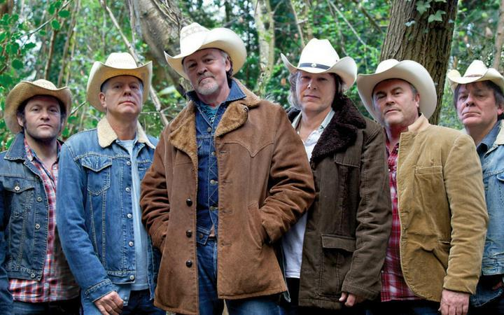Paul Young's party band, Los Pacaminos play The Apex