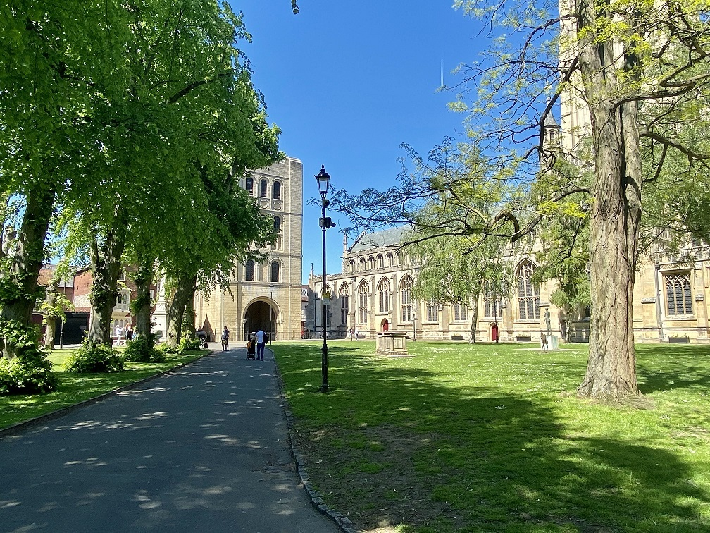 5 Things to Spot in The Great Churchyard