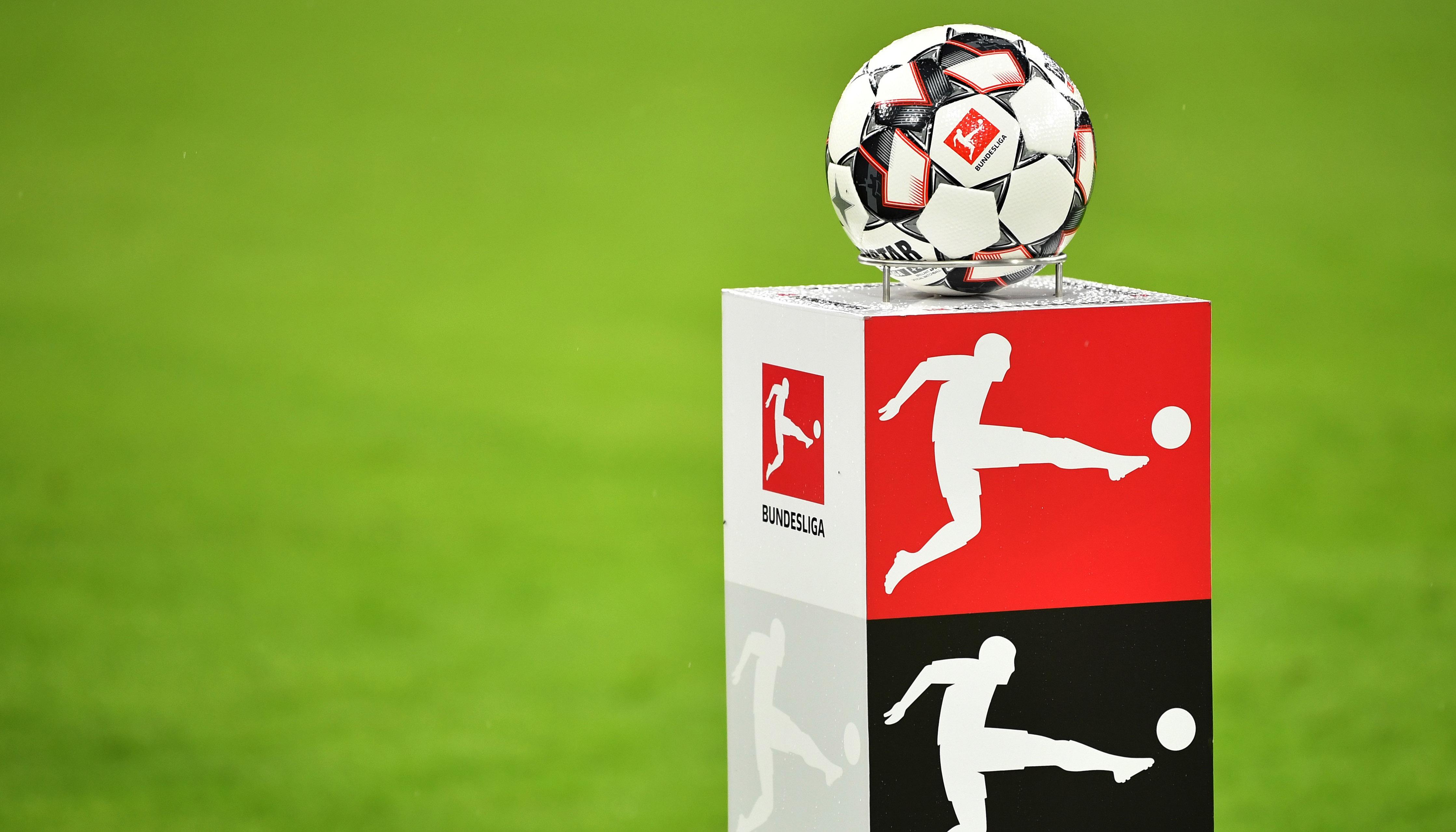 Bundesliga: Bayern startet leicht, Derbys im Pott und in Berlin