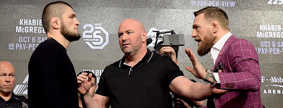 Khabib Nurmagomedov (l.) und Conor McGregor auf der PK.