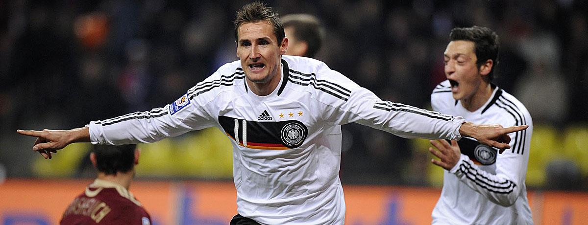 Klose jubelt für Deutschland gegen Russland.
