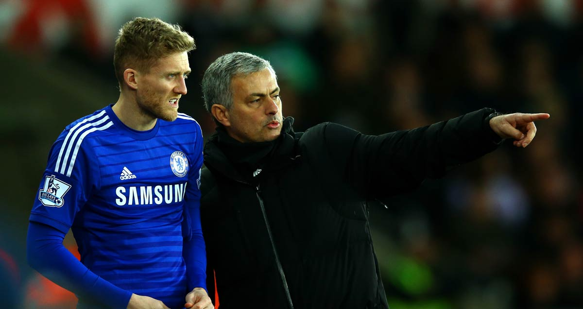 Jose-Mourinho-instructs-Chelsea's-Andre-Schurrle