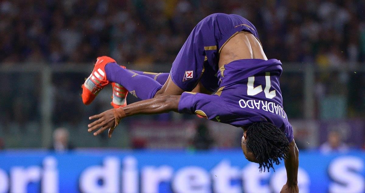 Juan Cuadrado in acrobatic, celebratory flight for Fiorentina