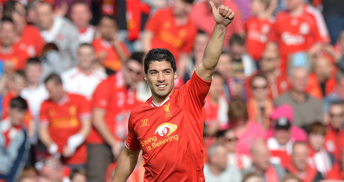 Luis-Suarez-salutes-Liverpool-crowd