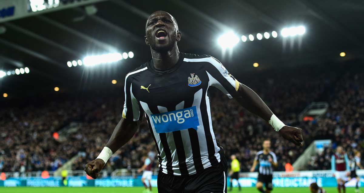 Moussa Sissoko celebrates in front of the Newcastle fans