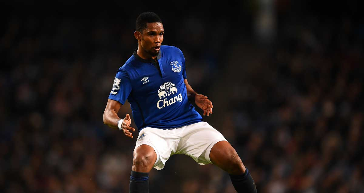 Samuel-Etoo-Everton-drops-the-shoulder