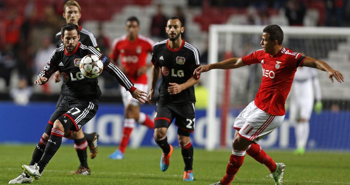 Bayer Leverkusen's Sebastian Boenish closes down Rodrigo Lima of Benfica