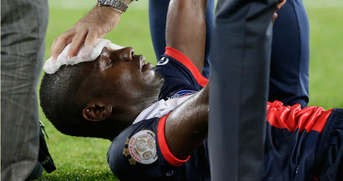 Blasie-Matuidi-of-PSG-feels-the-heat