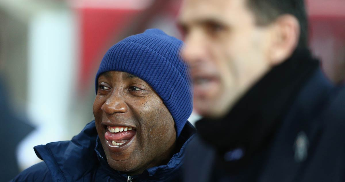 Chris-Ramsey-savours-his-first-win-in-charge-of-QPR-as-Sunderland's-Gus-Poyet-stalks-the-foreground