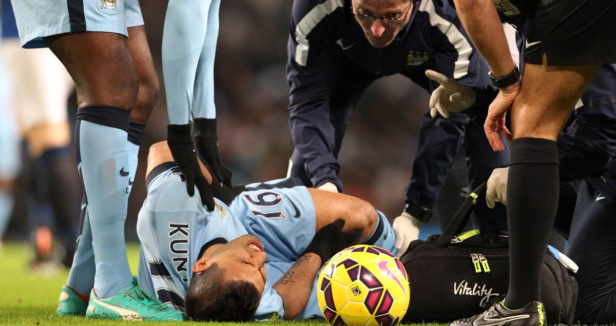 Man-City's-Sergio-Aguero-sustains-an-injury-against-Everton