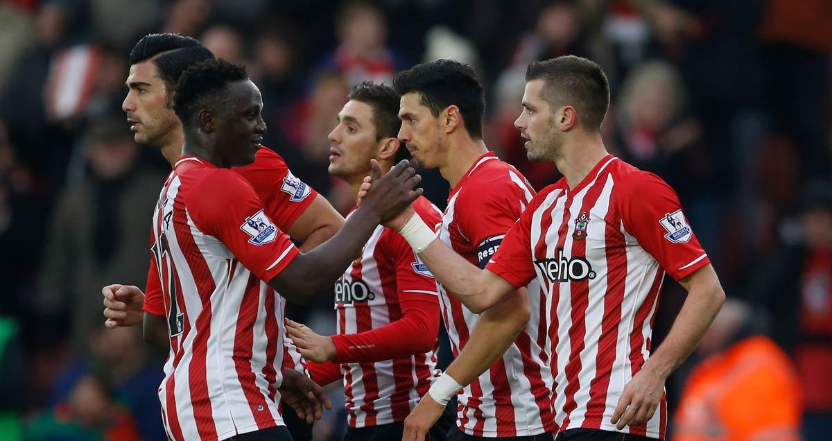 Southampton stalwarts Victor Wanyama and Morgan Schneiderlin shake hands