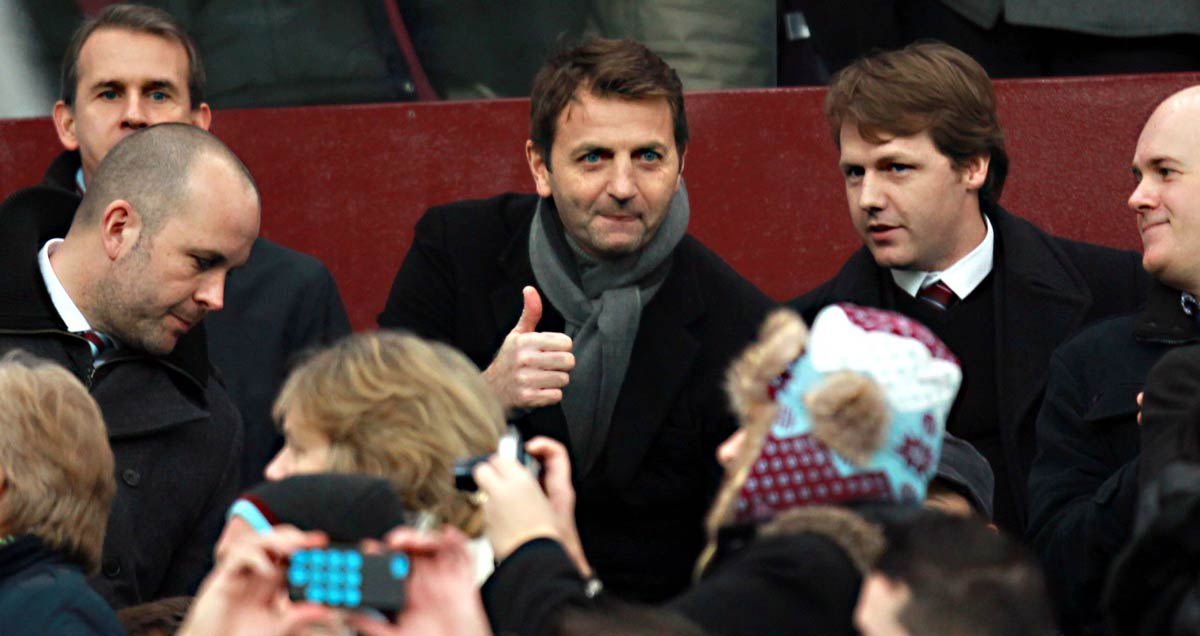 Tim Sherwood gives the thumbs up during Aston Villa v Leicester