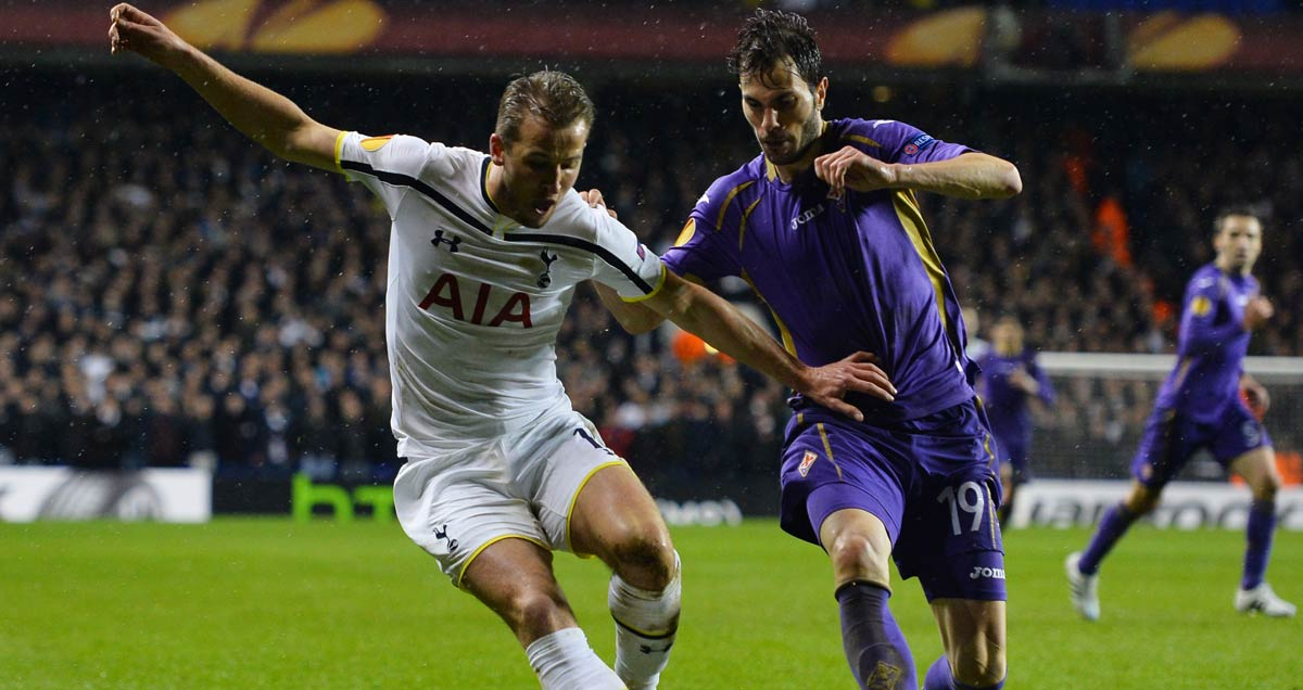 Tottenham v Fiorentina - Harry Kane shields the ball from goalscorer Jose Basanta in the Europa League round of 32 first leg