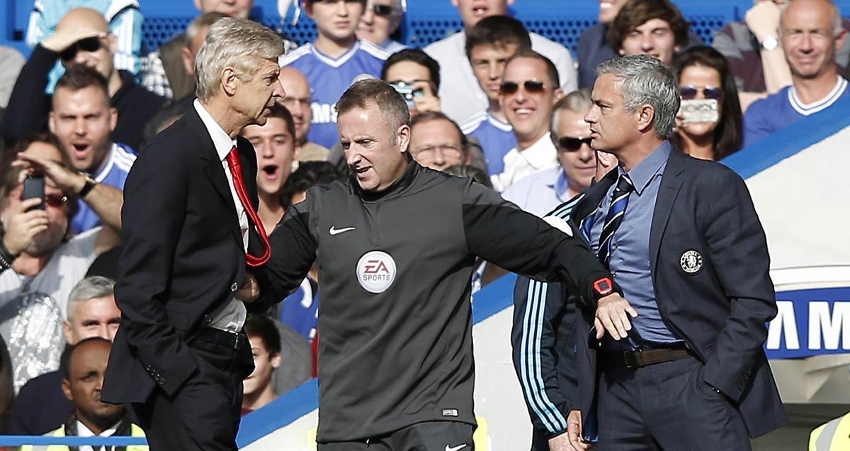 Arsene Wenger and Jose Mourinho exchange words