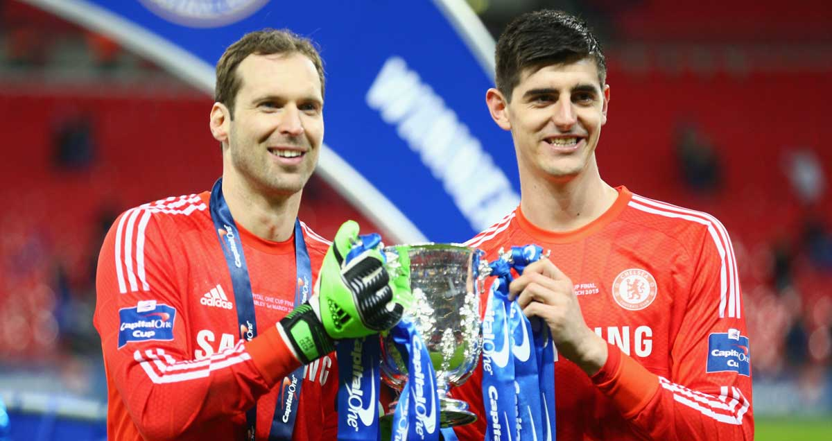 Chelsea-keepers-Petr-Cech-and-Thibaut-Courtois-in-trophy-holding-harmony