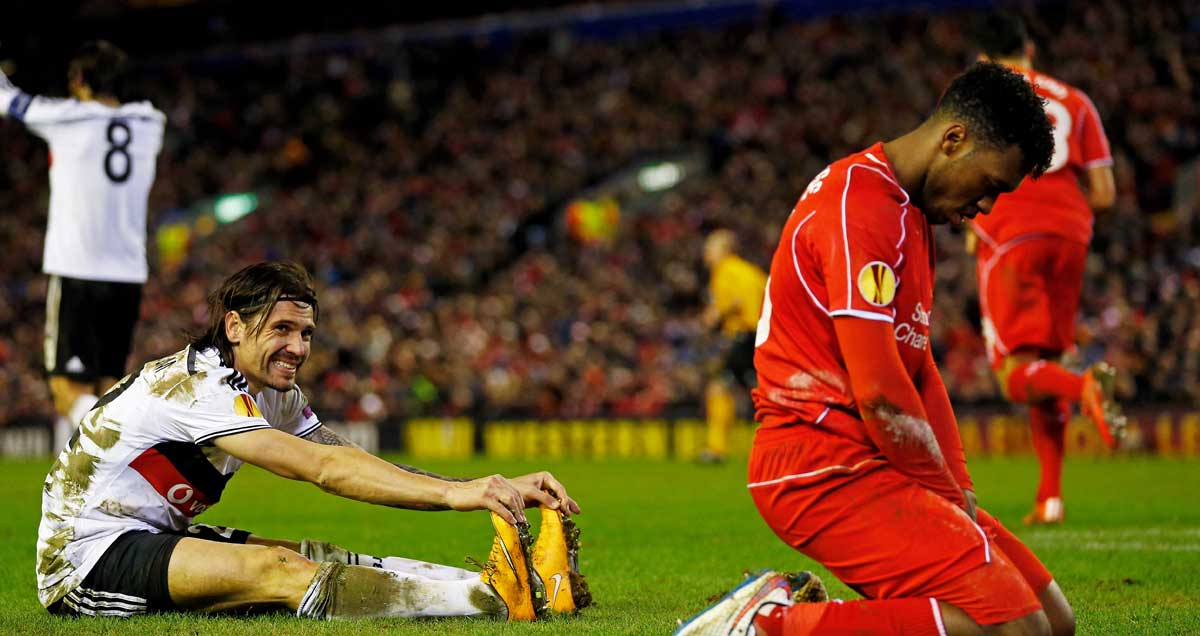 A deflated Daniel Sturridge falls to his knees