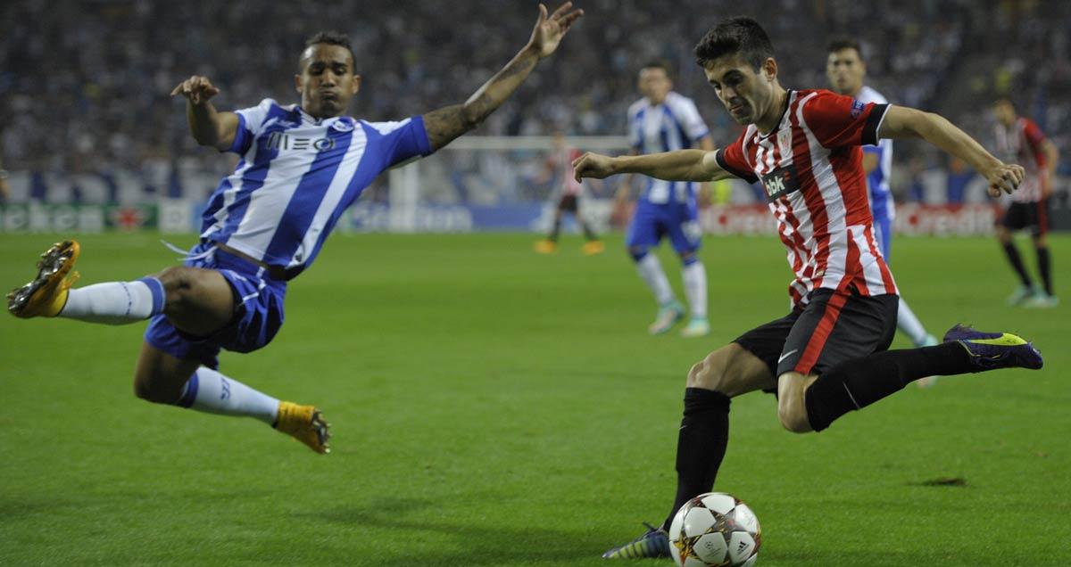 Danilo flies into a block for Porto against Athletic Bilbao