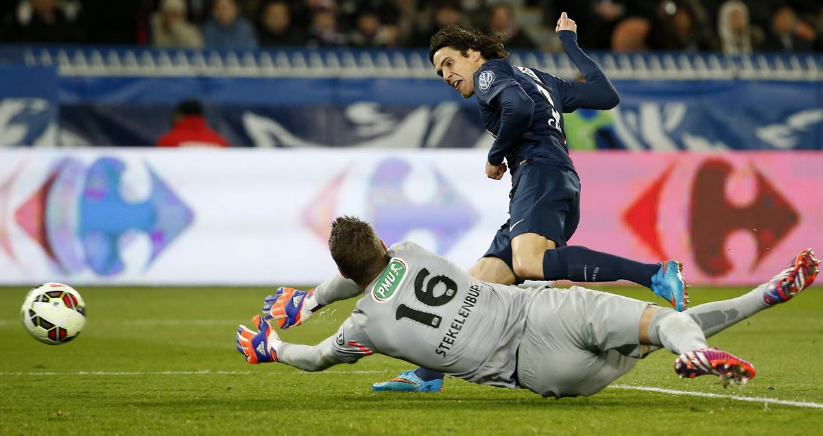 Edinson Cavani nets for PSG against Monaco