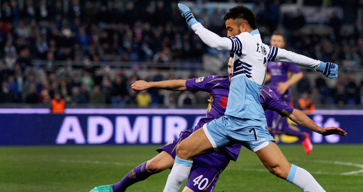 Felipe-Anderson-on-the-dribble-for-Lazio-v-Fiorentina