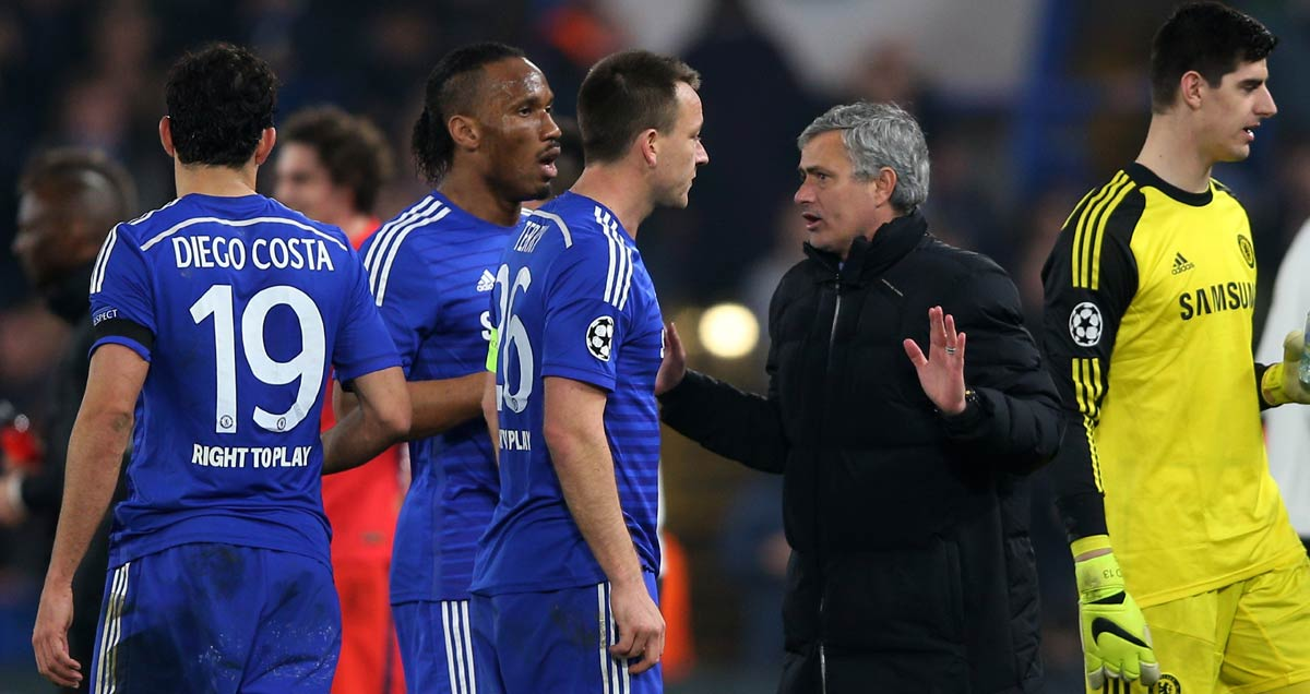 Jose Mourinho talks to his Chelsea side during their Champions League tie with PSG