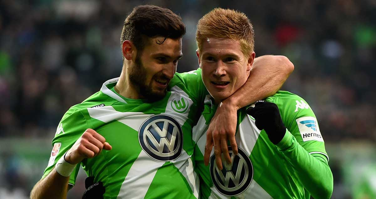 Kevin De Bruyne and Bas Dost embrace