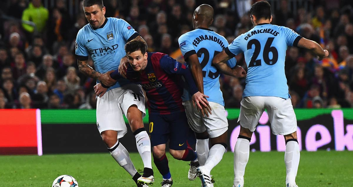 Man City try in vain to close down Lionel Messi of Barcelona