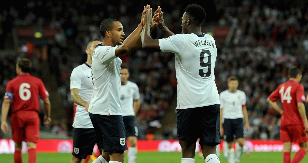 Walcott-Welbeck-England-high-five