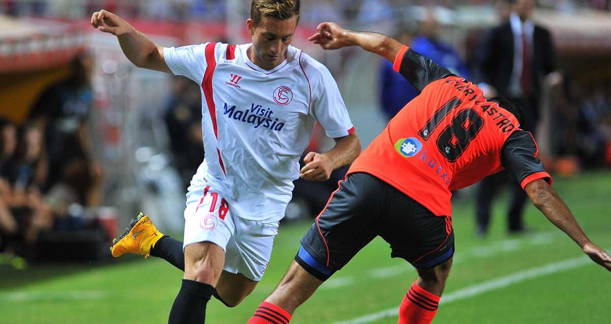 Gerard Deulofeu is dispossessed for Sevilla