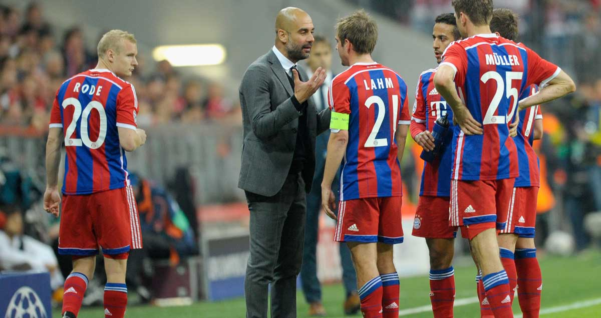 Josep-Guardiola-gets-his-point-across-to-his-FC-Bayern-Munchen-players