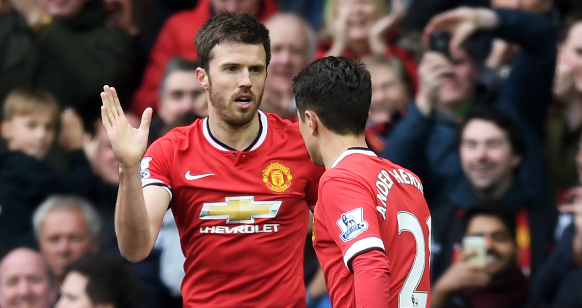 Michael Carrick high fives Ander Herrera