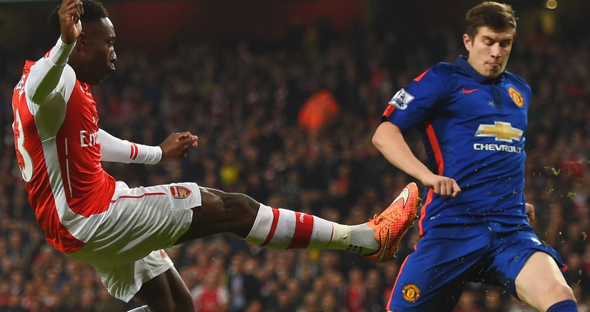 Paddy McNair blocks a shot from former Man Utd teammate Danny Welbeck of Arsenal