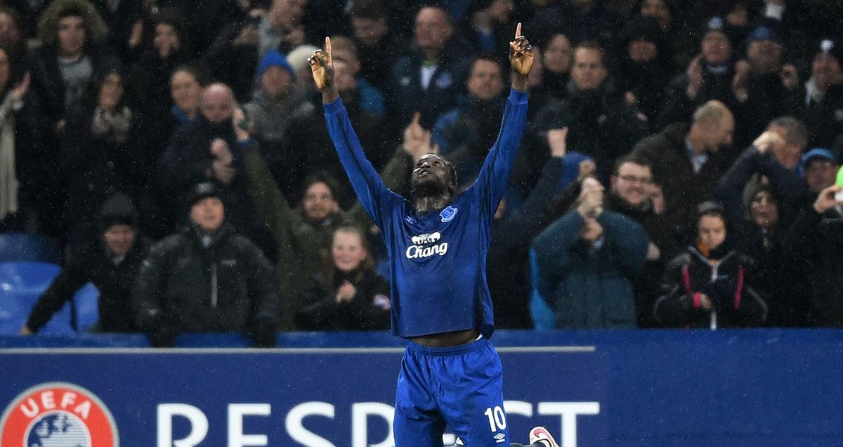 Romelu Lukaku points to the heavens