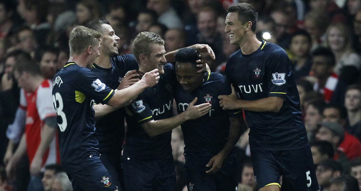Southampton-players-congratulate-Nathaniel-Clyne-on-his-goal-against-Arsenal