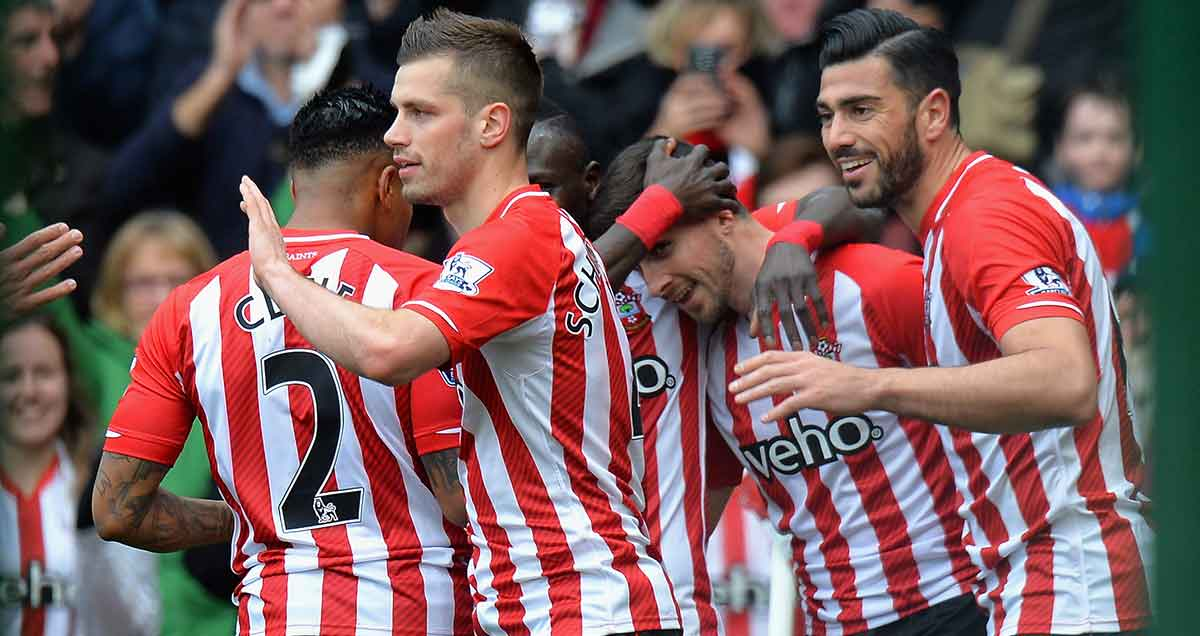 Southampton celebrate a goal against Burnley