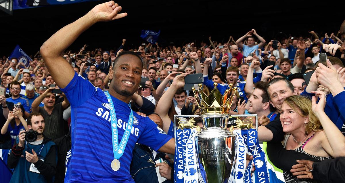 Drogba-Chelsea-trophy-fans