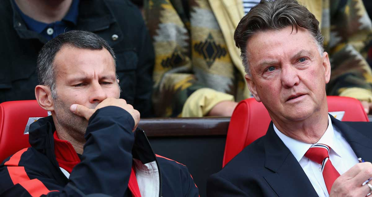 Man Utd manager Louis van Gaal and assistant Ryan Giggs watch their defeat at Everton