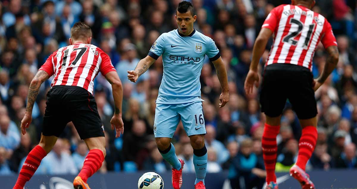 Sergio Aguero plots a path through the Southampton defence