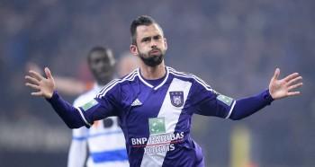 Defour v N'Sakala: Anderlecht stars take the Turn, Volley, Score challenge