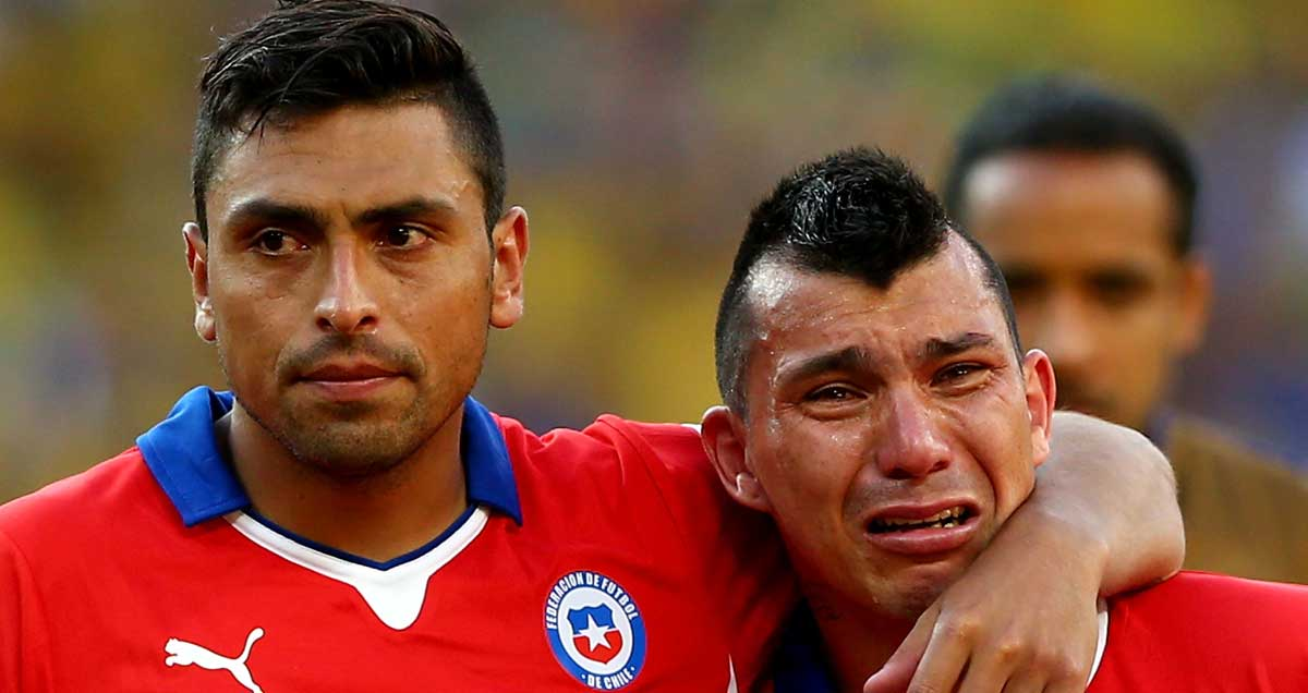 Chile-defenders-Gonzalo-Jara-and-Gary-Medel
