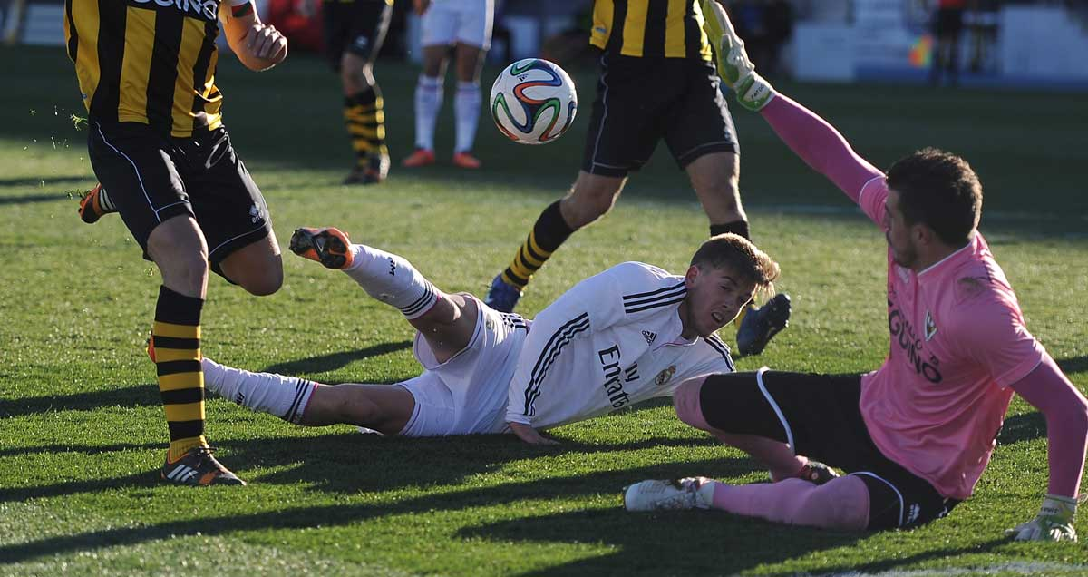 Guillermo-Varela-on-a-sortie-forward-for-Real-Madrid-Castilla