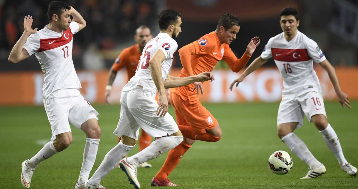 Ibrahim Afellay cuts a swathe through the Turkish midfield