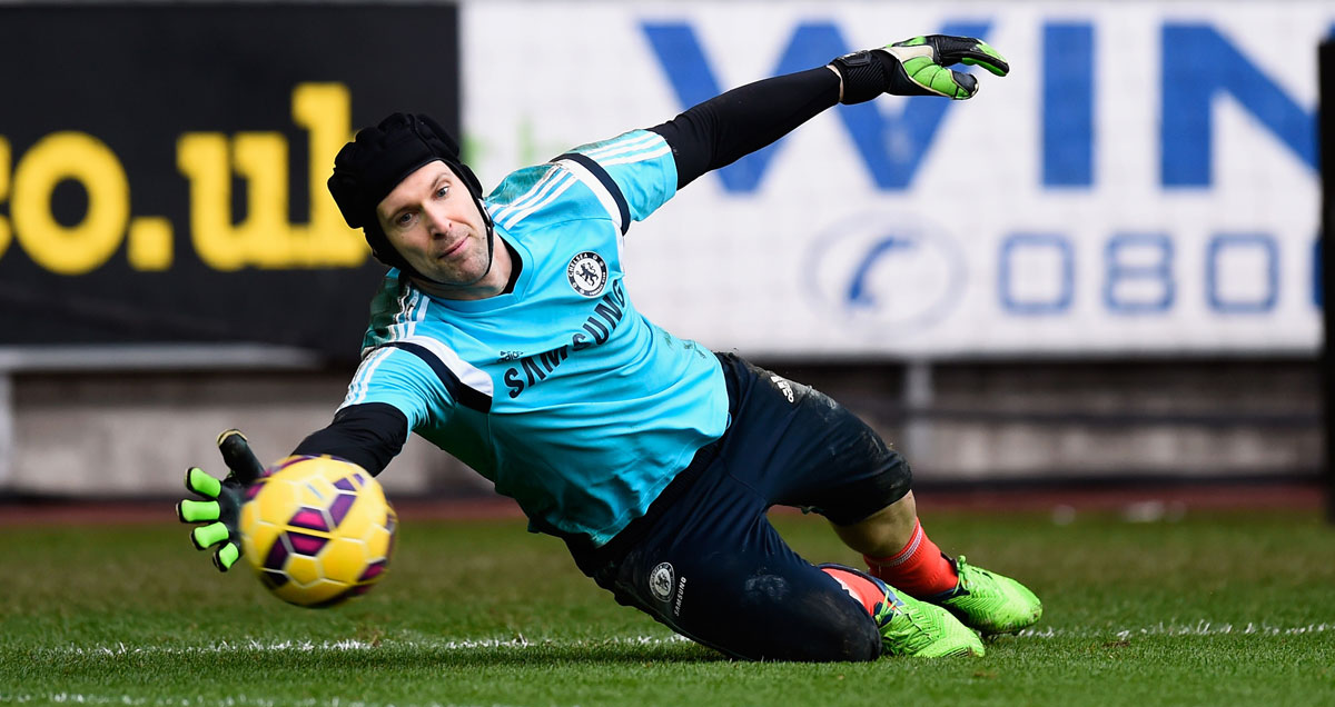 Petr-Cech-dives-in-Chelsea-warm-up