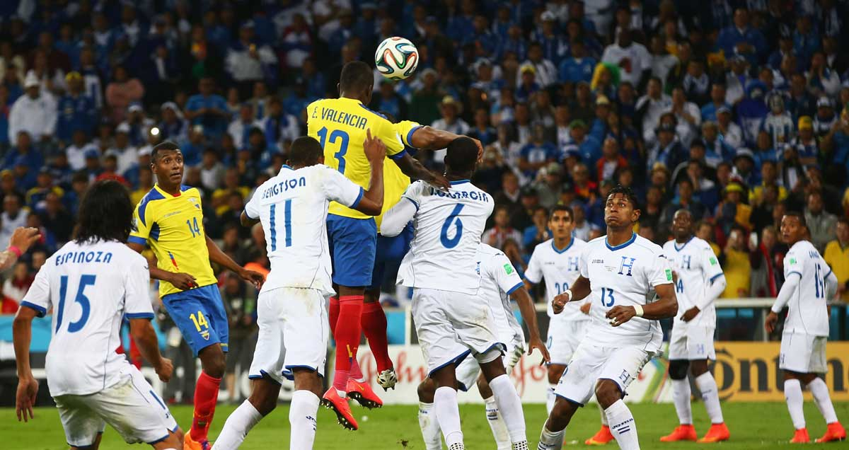 West-Ham-Enner-Valencia-leaps-above-the-Honduras-defence